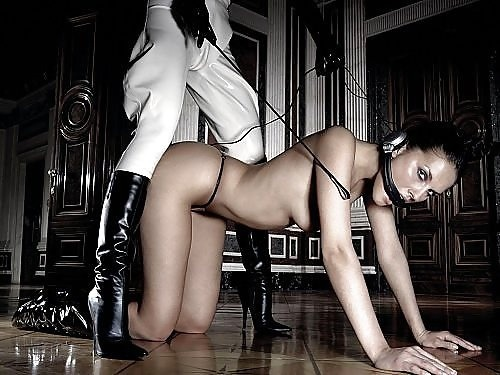 hardbodylover:  sirbknight:  BDSM and more  So sexy soo hot … gosh I want