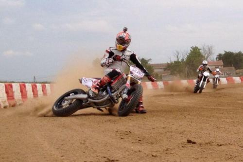 "frecciatricolore12:  ""Sesión de Dirt-Track con mi hermano y mi amigo Tito! / Dirt-Track session with my brother and my friend Tito! Gaaas!"" vía @marcmarquez93 nunca se paran! :)"