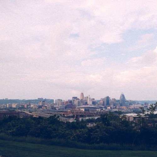 i see you, #cincinatti (#vsco #vscocam #landscape #instamood) (at Devou Overlook)