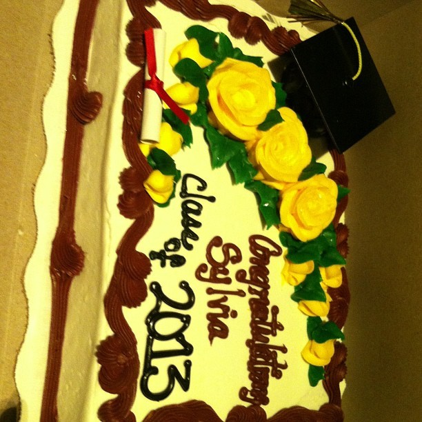 Courtesy of my mother ..lol daddy got her a car & she got me a cake #childish #kMsl #ITSMYDAY
