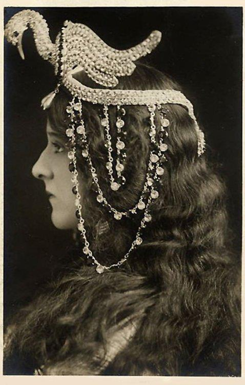 sisterwolf:  Stage Actress in an Egyptian-style headdress c.1917 via