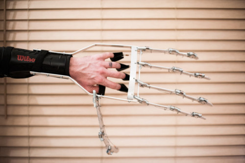 laughingsquid:  Giant Wearable Mechanical Hand  Cool! I will take 2