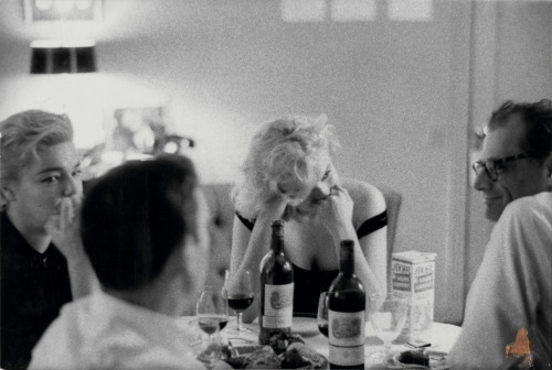 phillipsauction:  #MARILYN4EVER: A TRIBUTE TO MARILYN MONROE BRUCE DAVIDSON | Marilyn's Dinner Party, 1960 Marilyn Monroe was an excellent cook, and famous for her bouillabaisse. When writers at The New York Times tried making her recipe for stuffing, they were surprised to discover it's complexity – it took two hours to finish. Here's her handwritten recipe for the perfect Thanksgiving turkey. (via Brain Pickings)