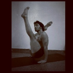 #ashtanga #yoga #Chakorasana - @toniromero84- #webstagram