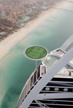 blazepress:  The world's highest tennis court on top of the Burj Al Arab.