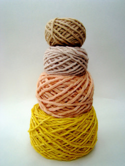 lindasinklings:  yarn dyed with coffee, rose petals, beets and tumeric // photo by vickie howel (via Petite Purls - Spring 2010)