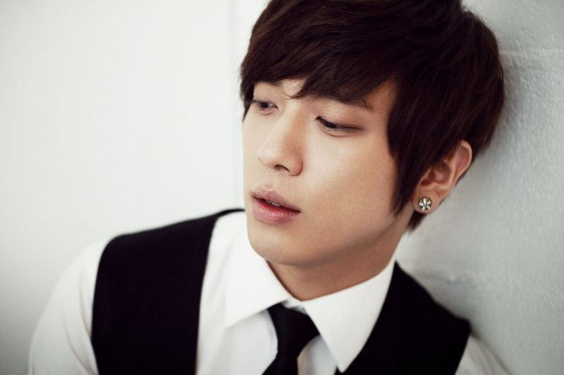 aznboizaresex:  Jung Yong-hwa of CNBLUE. click here and press space bar for more aznboizaresex