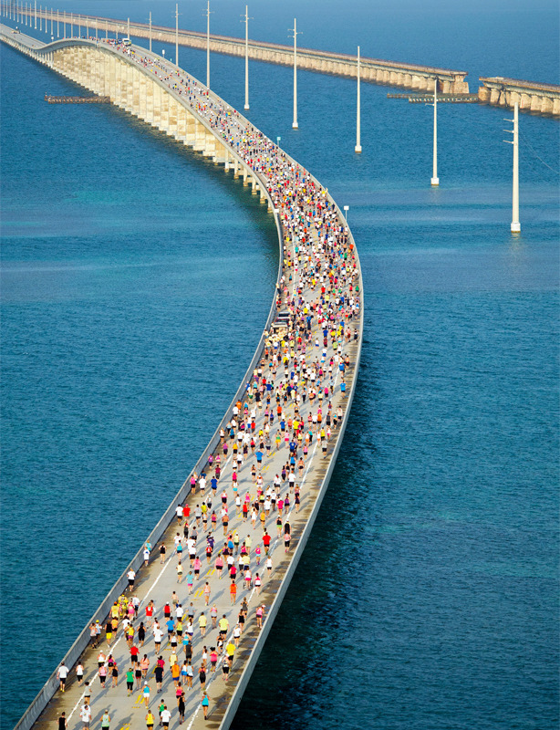 smashintofitness:  powerful-petite:   7 Mile Bridge Run, Florida Keys  that hill though  This is a thing? I want to sign up. That bridge is a doozy.