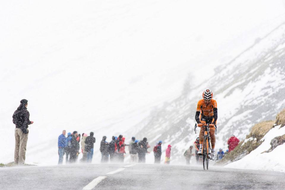 cadenced:  Euskaltel-Euskadi rider climbs in freezing conditions in this year's Giro d'Italia, taken from a gallery on the race's Facebook page. Thanks to the Headset Press for the heads up.  There's defintely one person in this picture that I'm pretty sure would rather be in Spain right now. Still fudging epic.