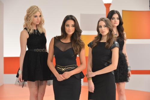 Another bts photo from the Pretty Little Liars video shoot.