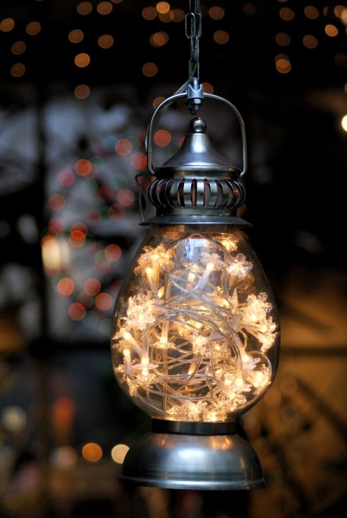 niftyncrafty:  Fairy Lights in Lantern How sweet does this look?? Just fill an old lantern with christmas lights and it looks so lovely. Super easy too.