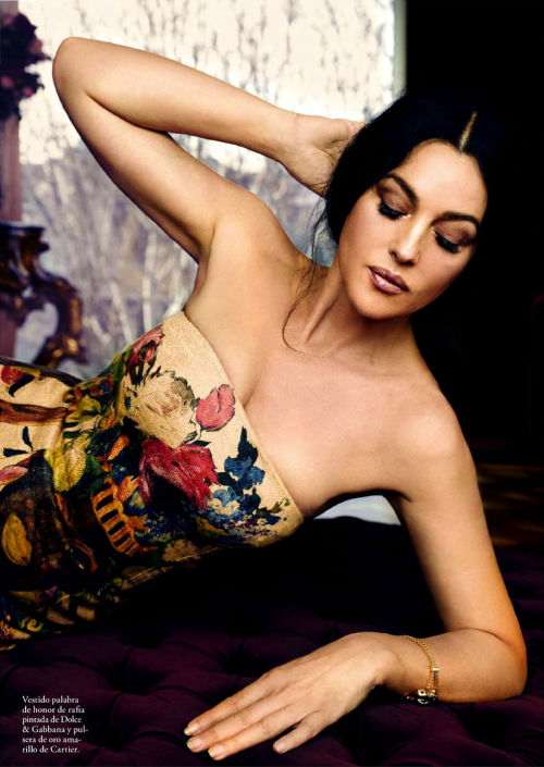 mirnah:  Gorgeous Monica Bellucci stars in photoshoot by Juan Aldabaldetrecu for the May edition of Spanish Elle magazine, styled by Inmaculada Jimenez.