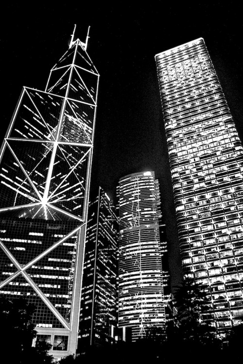 Hong Kong at night via handsomefoto