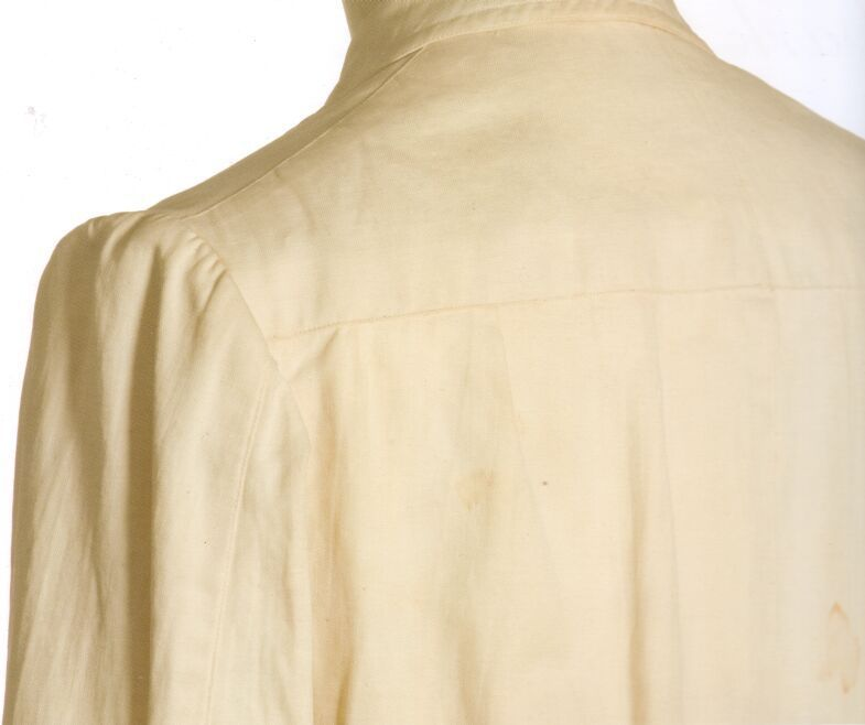 VintageSummer  a beautiful, lightweight, unlined jacket, made by Rubinacci/Attolini in the middle 1930's. I love the belted back and pleated skirt with buttoning vent, an unusual detail I haven't seen before. ( via the Cutter & Tailor Forums thread on Neapolitan tailoring )