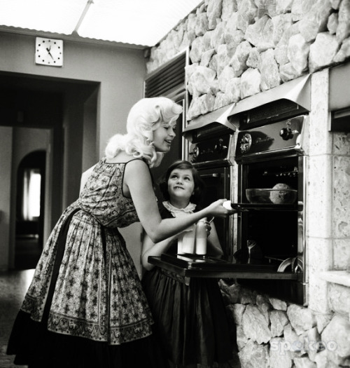 Jayne Mansfield with daughter Jayne Marie c. 1950's