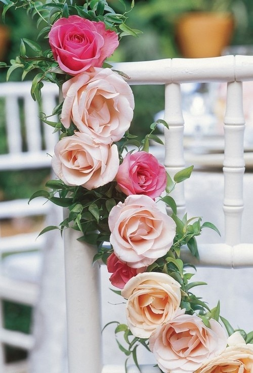 justcallmegrace:  gorgeous rose garland
