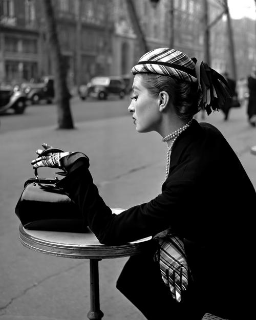Capucine Café de la Paix 1952 1950& 039;s vintage fashion Georges Dambier gloves patent leather hat