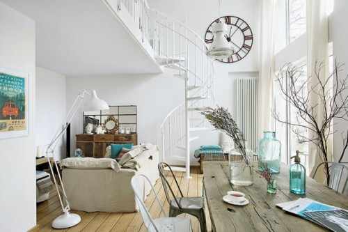 shabby parisian living (via INTERIORS ORIGINALS)
