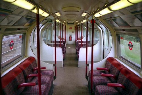 noplacelikelondon:  London Underground - Bakerloo Line 02 (by metromadme)  Hell, I even miss that!! #londonsick