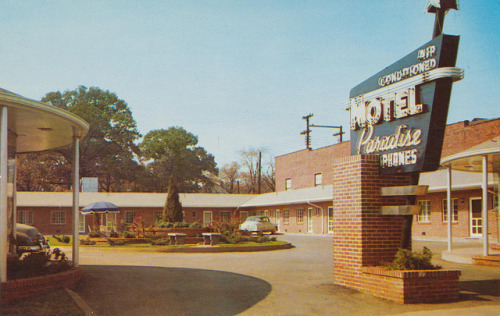 motelparadise:  Motel Paradise - Bimingham, Alabama New All Modern, MOTEL PARADISE, 1024 North 26th St. on Hwy. 31, one mile from center of downtown Birmingham, Ala. Ample Parking for all guests. Air Conditioned - Telephone in each room - Tile bath. Phone 7-7161. Free Continental Breakfast. AAA Approved.
