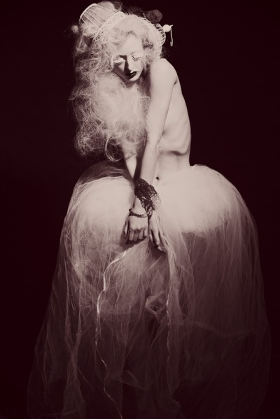 (via Dark Board / Photographer: Tiffany Carter (GracefullyWicked Artistic Photography) Wardrobe/Model…)