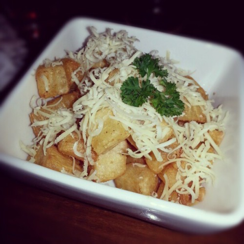 Cheese cassava - Indonesian food a.k.a singkong keju,  taste so crunchy but soft. Easy to chew and of course delicious,  absolutely recommended food must try, only at this place!! Enakkk….. (˘ڡ˘)b #foods #traditional #Indonesian #tasty #delicious #yummy #foodism #FoodLover #foodporn #instafoods #instadaily #instadroid #instaworld #instahub #instaphoto #igers #instagram #fairlygirl85  (at Planet ice cream)