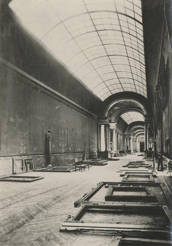 Lourve Pre-WWII Prep for the impending war at the Louvre