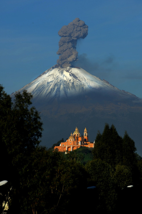 landscapelifescape:  Popocatepetl, the most active Volcano in Mexico Raging Volcano by Cristobal Garciaferro Rubio