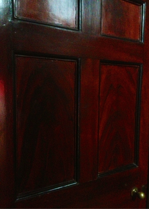 Mahogany graining  Spitalfields .  Varnished with Copal .