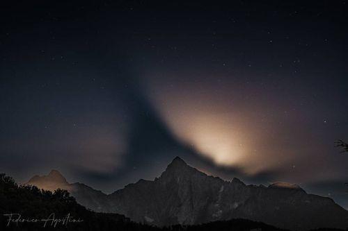 Giochi di luce e ombre sulle Alpi Apuane. La luna, le nuvole, il Pizzo DUccello e il cielo stellato.  . #alpiapuane #lights #shadow #moon #mountains #sky #clouds #pizzoduccello #lunigiana #massacarrara #toscana #italia #photooftheday #picoftheday #nationalgeographic #federago  @federago @fotoamatori.tresana @lunigianaviva @lunigiana_  @lunigiana_ambito_turistico  @insta_lunigiana @pillole_di_lunigiana_storica  @volgomassacarrara  @igersmassacarrara  @clickfor_massacarrara  @provinciamassacarrara  @raccontolamiatoscana  @toscana_mania__  @borghitoscana  @scatto_toscana  @regionetoscana  @toscana_super__pics  @toscana_photogroup  @iltirreno  @lanazione  (presso Gassano Santa Chiara) https://www.instagram.com/p/CRMMA5lrw_T/?utm_medium=tumblr #alpiapuane#lights#shadow#moon#mountains#sky#clouds#pizzoduccello#lunigiana#massacarrara#toscana#italia#photooftheday#picoftheday#nationalgeographic#federago