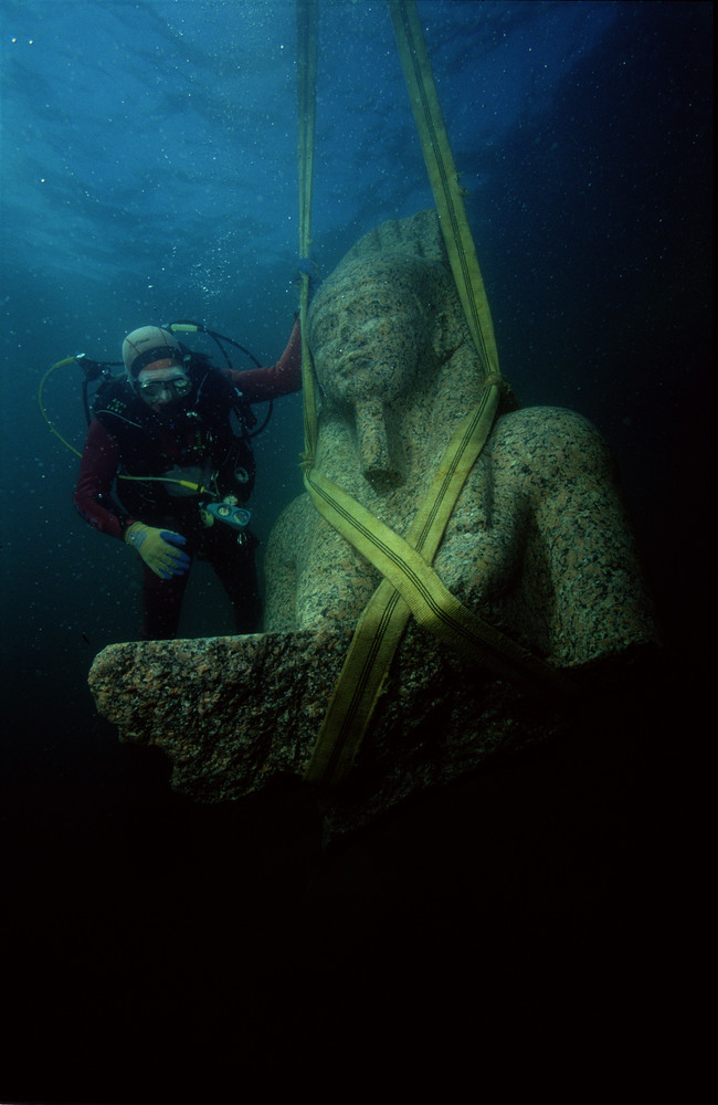 nathanielstuart:  Known as Heracleion to the ancient Greeks and Thonis to the ancient Eygptians, the city was rediscovered in 2000 by French underwater archaeologist Dr. Franck Goddio and a team from the European Institute for Underwater Acheology (IEASM) after a four-year geophysical survey. The ruins of the lost city were found 30 feet under the surface of the Mediterranean Sea in Aboukir Bay, near Alexandria. Heracleion Photos: Lost Egyptian City Revealed After 1,200 Years Under Sea | Huffington Post