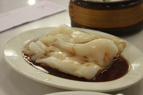shelovesasianfood:  蝦腸粉 (by Ræ)