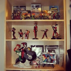 Had to rearrange a bit of my collection but newest addition is up :) How epic does the #harleyquinn  and #poisonivy  cookie jar look? #collection #dc #dccomics #harleen #quinn #batman #joker