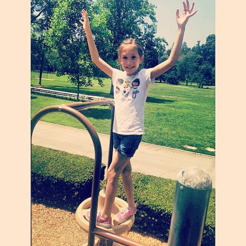 "Day at the park with my daring niece 👧 ""Look Tia, no hands!"" 😂 #niece #daniella #daredevil (at Lacy Park)"