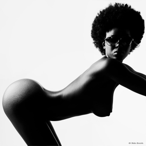 reggies-son:  Shape, smooth, black, beautiful.