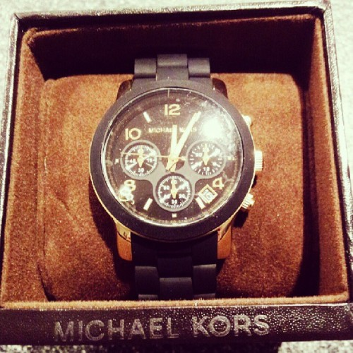 Happy birthday to me, babes got me #michaelkors black & gold #ohyoufancyhuh