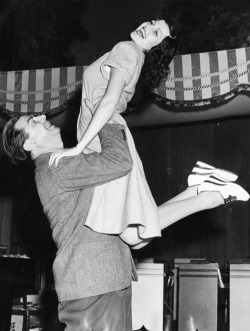 Ken Murray and Rita Hayworth do the jitterbug, 1940