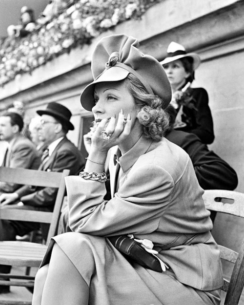 rose-tinted-vintage:  unforgettable-angels:  Marlene Dietrich  That hat! Marlene isn't my fashion inspiration for nothing <3