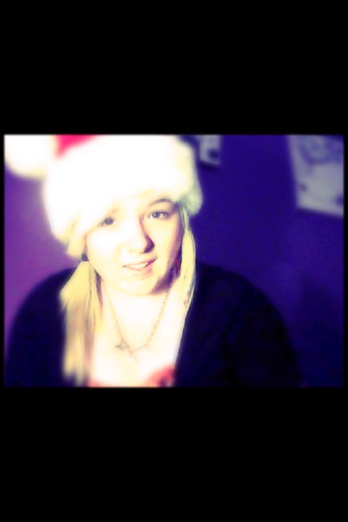 Favorite Christmas picture (: #Christmas #Hat #Perfect #Make-Up