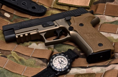 everyday-cutlery:  Sig Sauer P226 by pleaofwar