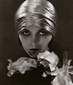 mothgirlwings:  Pola Negri - Photo by Edward Steichen for Vogue magazine 1925