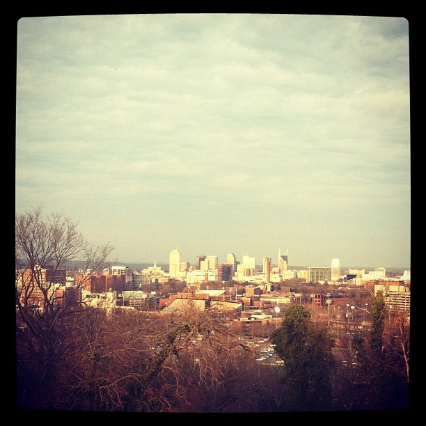 jenecurr:  Nashville Skyline, from Love Circle. 🌆👀 #nashville #asseeninnashville #downtown #lovecircle #tennessee #musiccity (at Love Circle)