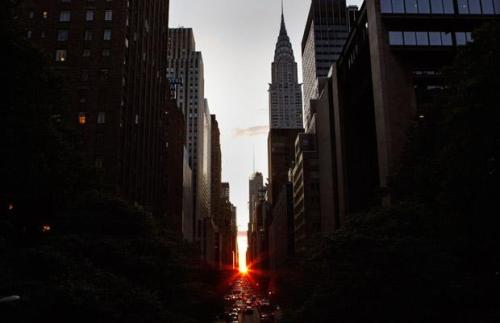 nevver: Manhattanhenge II One year, I will make it to NYC for this.