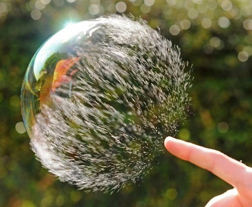 artpixie:      Bursting clean bubbles (9 pics) on vi.sualize.us COOLEST PICTURE EVER!