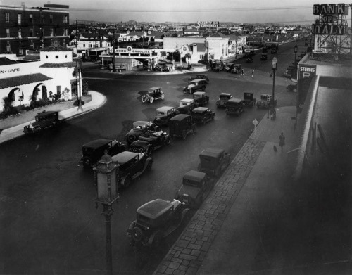 vintagelosangeles:  Wilshire and La Brea 1920 (by Vintage Los Angeles)