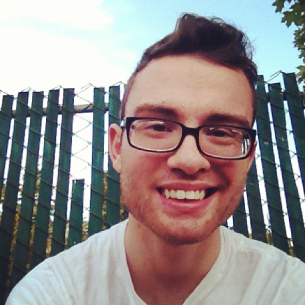 #pdx #gayboy #gay #sitting #outside #nohairdontcare #glasses #smile #holla #fence #sky (at Heaven)