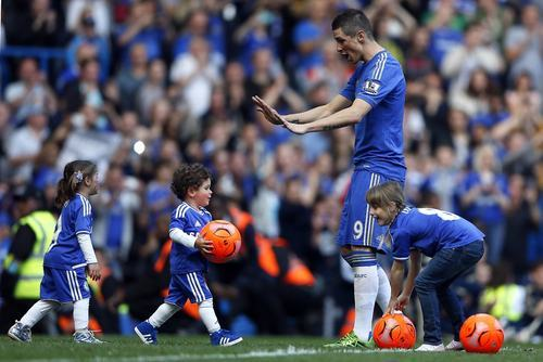Nora, Leo, & Fernando Torres, plus Isla Lampard, 19 May 2013