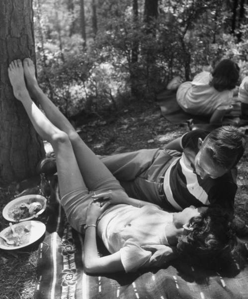 adanvc:  Couple enjoying leisurely chat at picnic. 1950. by Lisa Larsen