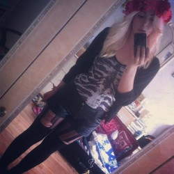 Auf nach Essen! #festival #flowers #blonde #skelett #black #milk #overknees