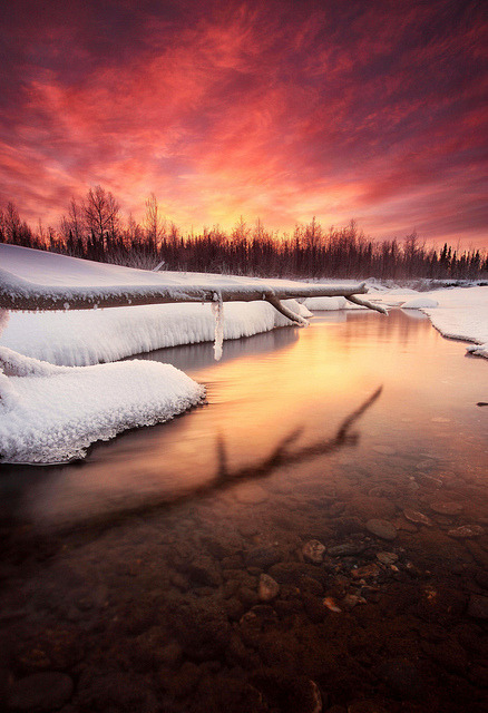 endlessskyscapes:  Fire & Ice by Wolfhorn on Flickr.